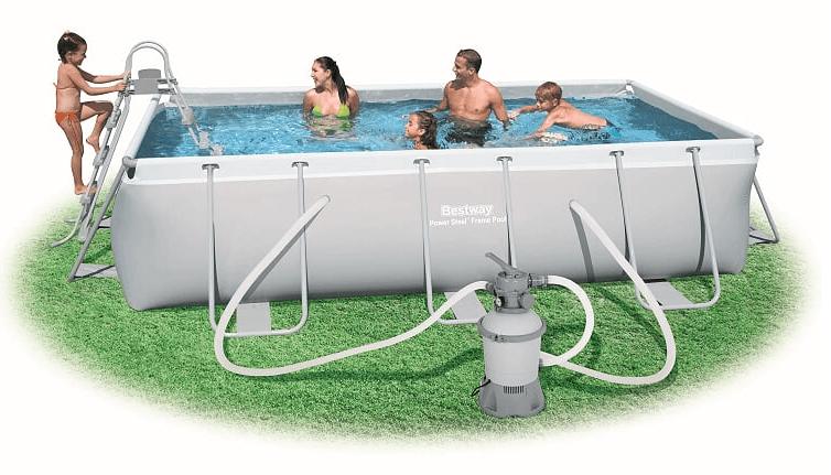 בריכת שחייה מלבנית משפחתית
