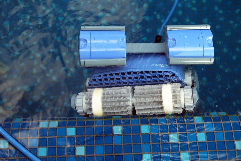 רובוט לניקוי בריכה דולפין SUPREME M4 PRO 5