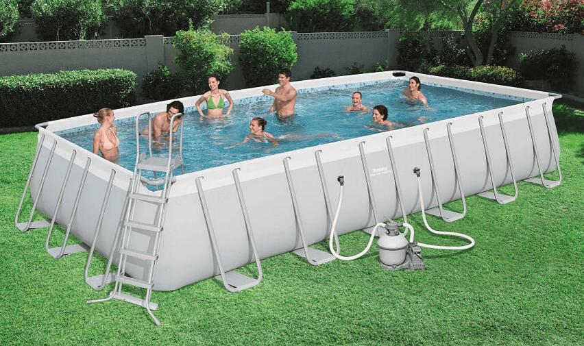 בריכת שחייה מלבנית