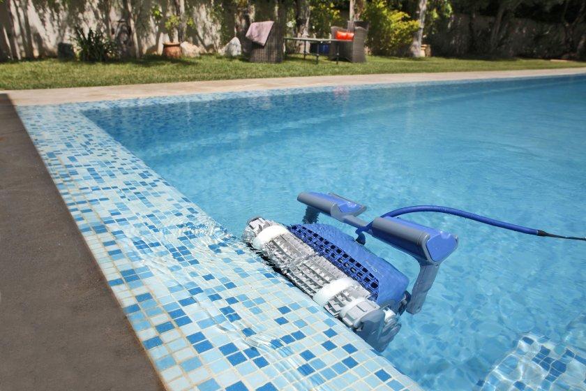 רובוט לניקוי בריכה דולפין SUPREME M4 PRO 7