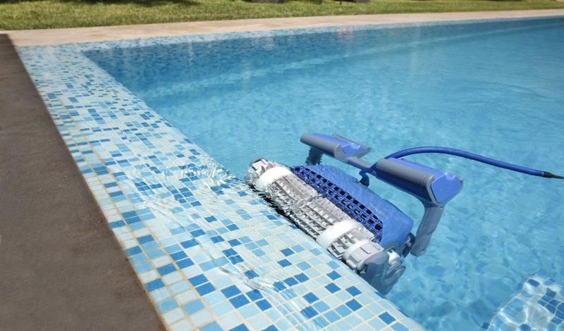 רובוט לניקוי בריכה דולפין SUPREME M5